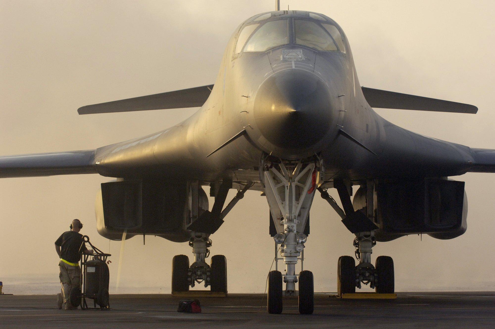 مستقبل الطائرة القاذفة الضخمة B-1 الترقية أو التقاعد 100140