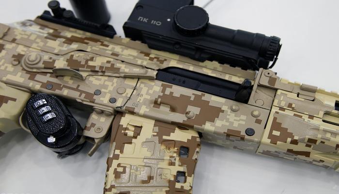"""""""كلاشينكوف"""" تبدأ بتزويد الجيش الروسي ببندقية الإقتحام الجديدة """"AK-12""""."""