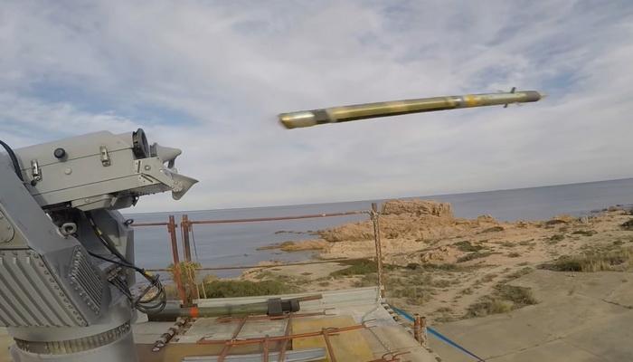المطور الأوروبي MBDA يوضح القدرات المضادة للسطح لصاروخ ميسترال. 10000262