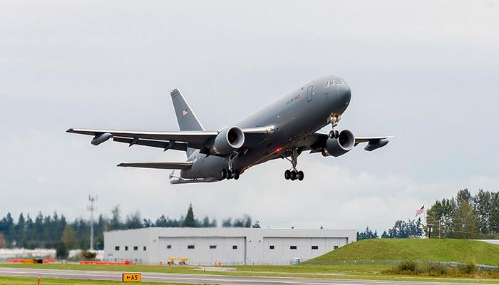 سلاح الجو الأمريكي يقبل أول طائرة صهريج .KC-46A 10000275
