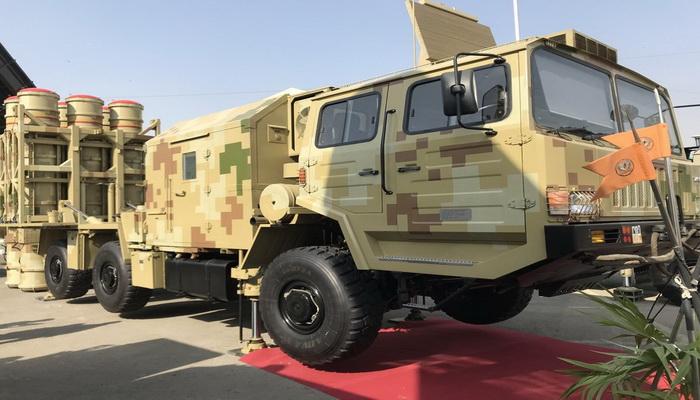 باكستان تعرض قدراتها الصاروخية بالإطلاق الأول لنظام صواريخ LY-80 Lomads دفاع جوي. 10000302