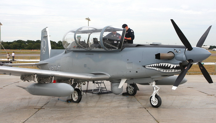 القوات الجوية البريطانية تتسلم طائرات تدريب أمريكية من طراز بيتشكرافت T-6 تكسان 2 100282