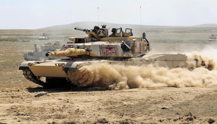 الكويت تحدث دباباتها الأبرامز M1A2 الأمريكية Tanks_M1A2