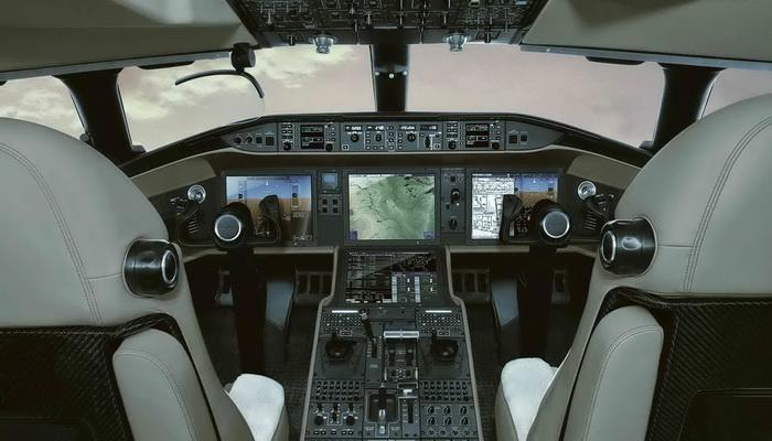 ساب تنجز بنجاح أول رحلة لطائرة الإنذار المبكر GlobalEye AEW & C Globaleye-cockpit_2340_1316