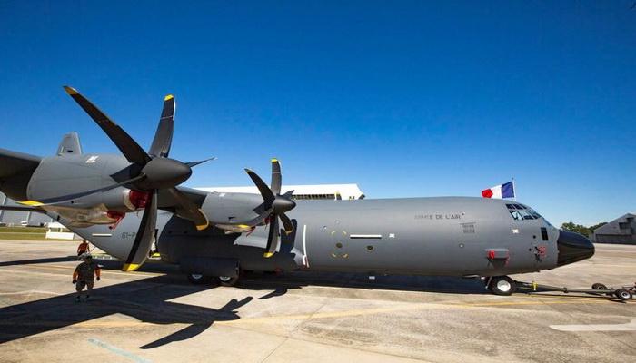 أول طائرة C-130J Super Hercules تنضم لجناح النقل الجوي بالقوات الجوية الفرنسية 000009