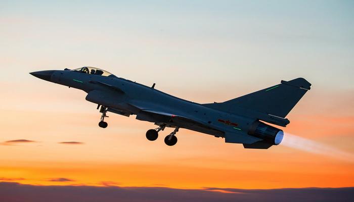 الصين تدمج تقنيات المقاتلة الروسية سو-35 مع نظيرتها الأمريكية إف-16 في مقاتلة واحدة من إنتاجها. 100837