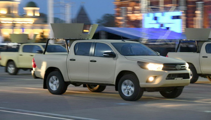 القوات الخاصة الروسية تبدأ في إستخدام سيارات Toyota Hilux 101433