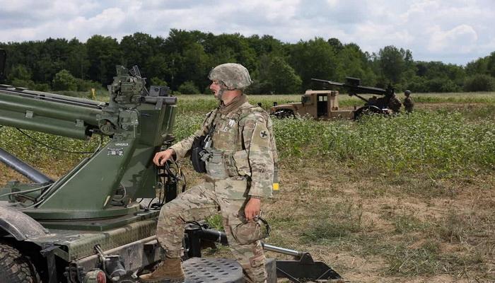 تعرف على نظام المدفعية المتحركة Hawkeye 105mm الامريكي  101559