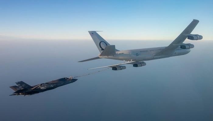 إعتماد طائرة التزود بالوقود Omega's KC-707 لتزويد المقاتلة F-35 Lightning II بالوقود جواً. 101692