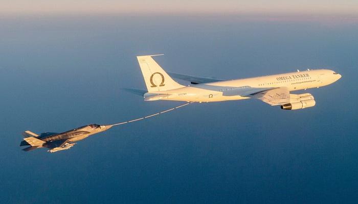إعتماد طائرة التزود بالوقود Omega's KC-707 لتزويد المقاتلة F-35 Lightning II بالوقود جواً. 101694